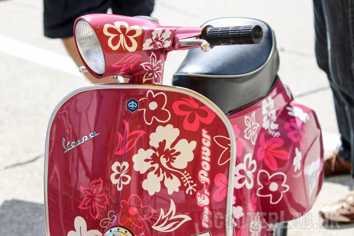 Vespa 125 Primavera | rosa flowErPOWER Design