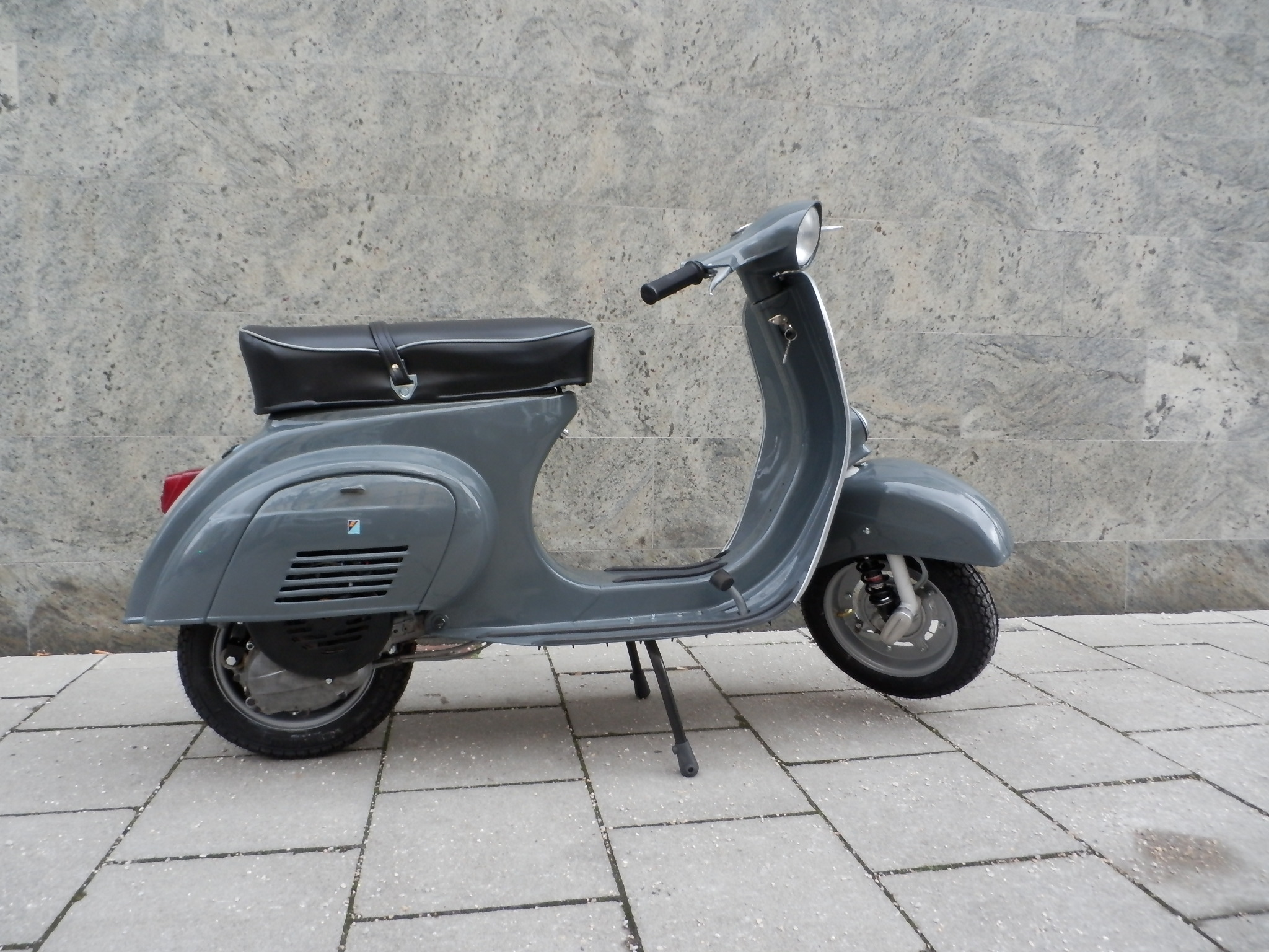 Vespa 50s | black edition